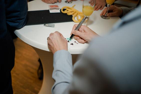 Zauberer am Tisch buchen!
